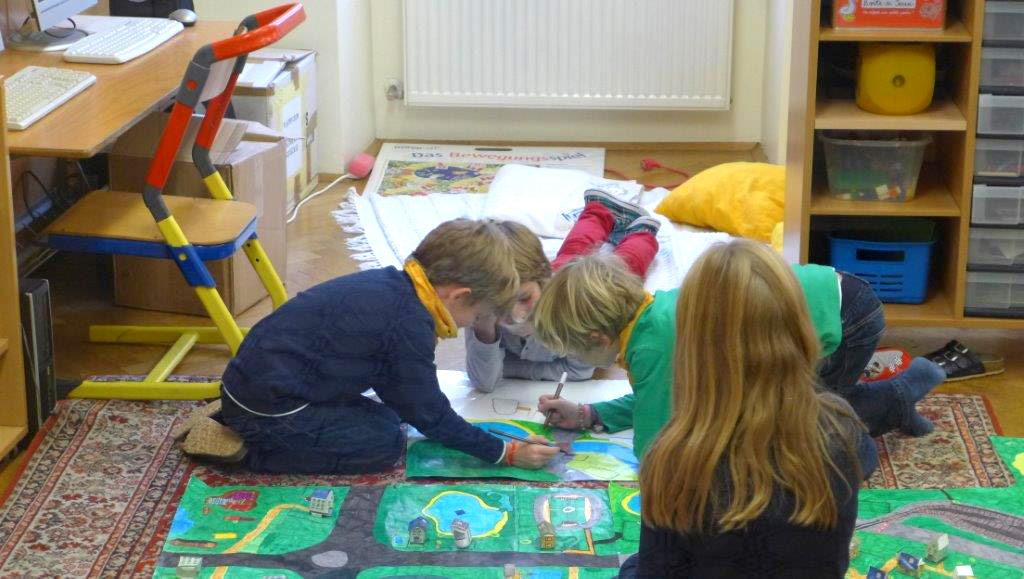 Kindergartenkinder beim Spielen
