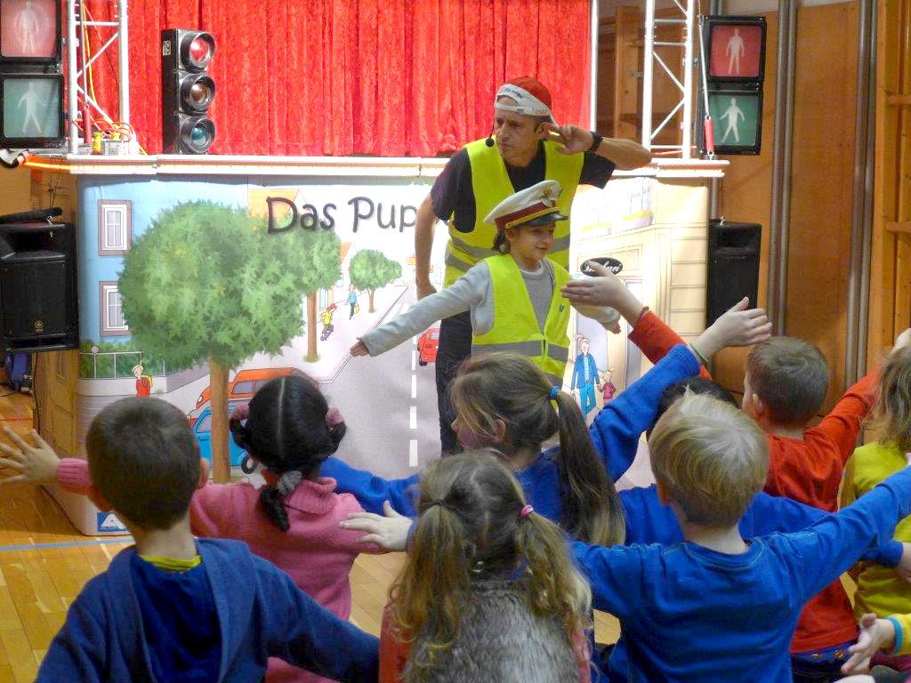 Kinder beim Theaterspielen